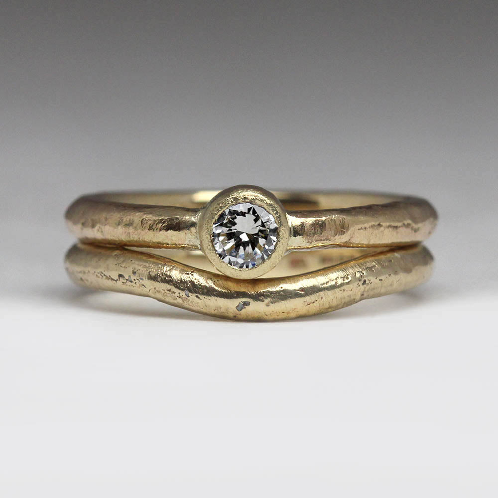 9ct yellow gold shaped ring
