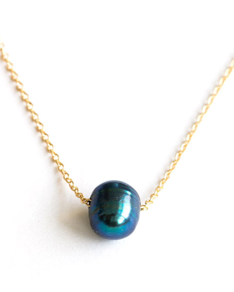 Meridian Avenue Single Peacock Pearl Necklace