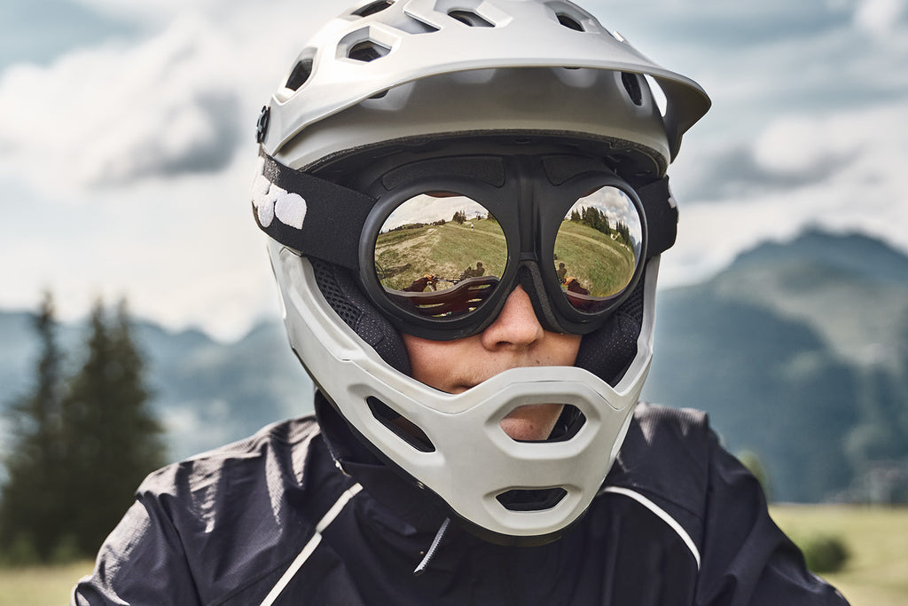 Male downhill mountainbiker with helmet and Fluga gogles.
