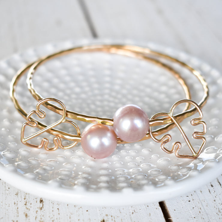 Edison Pearl Bangle with Monstera Charm - Yay Hawaii
