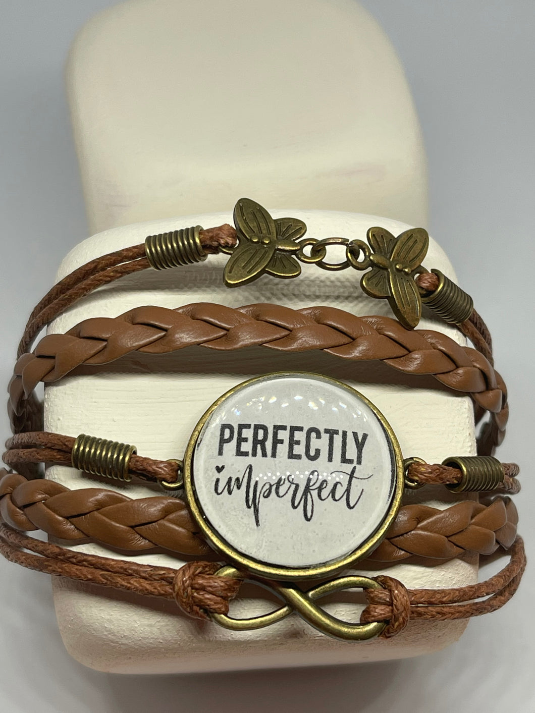 Leather bracelet with charms |