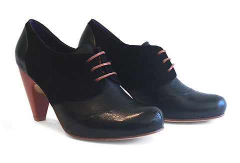 Women's MV2 Lace-up Shoe Black