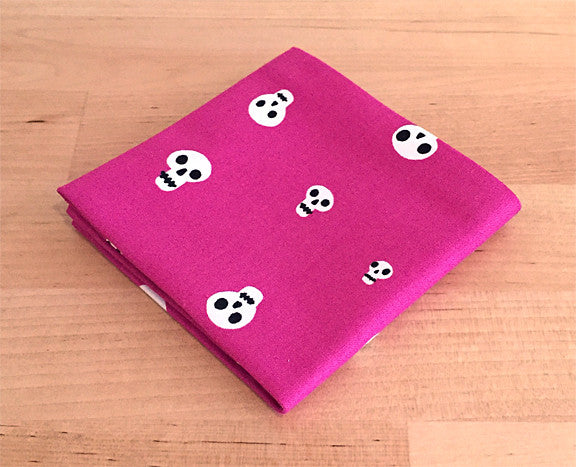 Accessories - Pocket Square - Pink Skulls