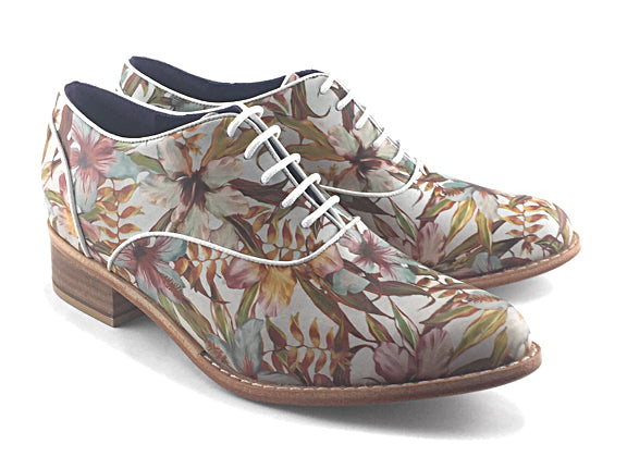 Women's Veneto Piped Oxford Floral Pattern on White.
