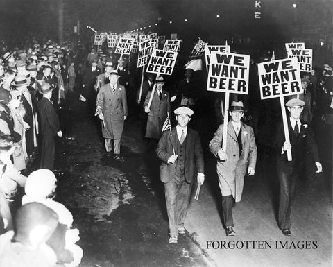 Alabamians at a small intimate night time gathering with a reasonable message