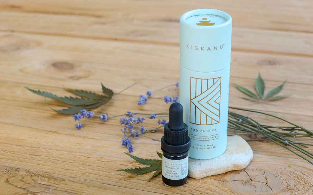 Kiskanu's CBD Face Oil sample and large sizes styled with ingredients cannabis, lavender