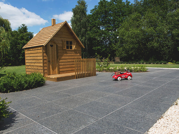 THE NEW STONE ON THE BLOCK: OUR ASH BLACK GRANITE PAVING