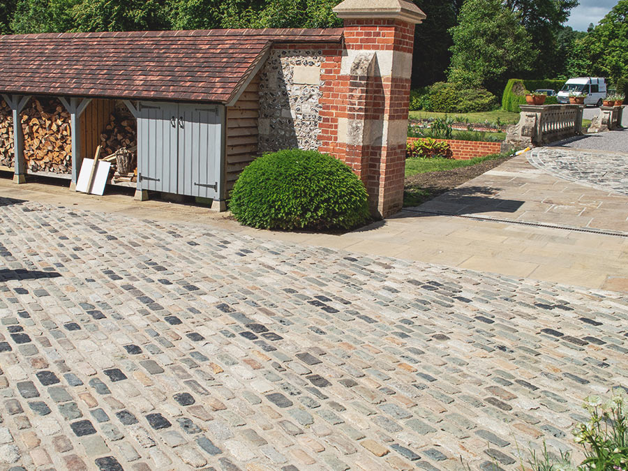 Pointing reclaimed cobble setts