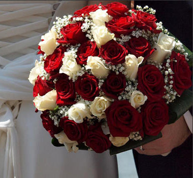40 Stem white and red premium roses hand bunch
