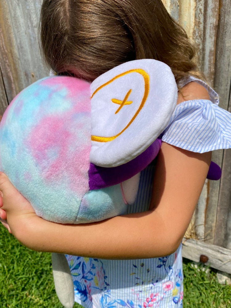 The Hug is ready to cuddle with your child anytime anywhere - giving them the comfort that they need and reminding them that they are brave, clever and amazing.