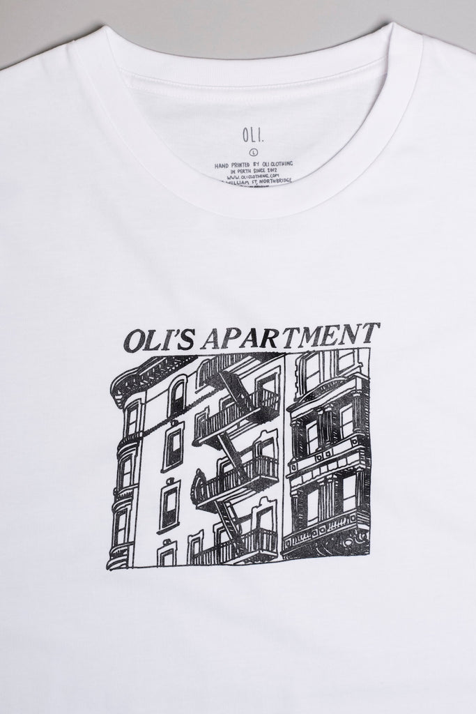Oli's Apartment T - White