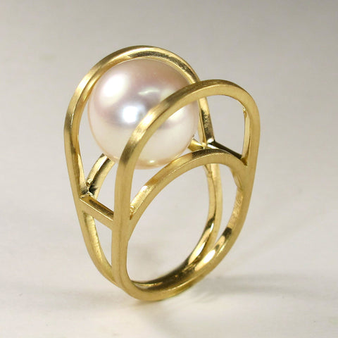 Rolling Pearl Ring