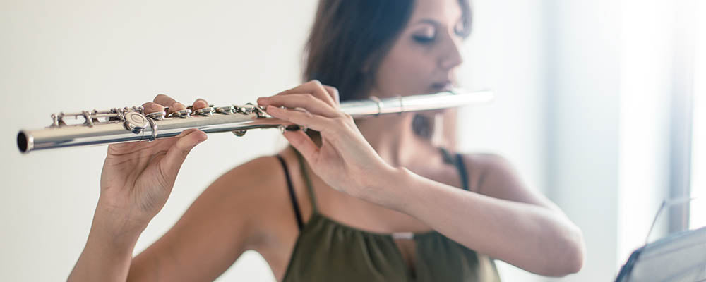 beginning-to-play-a-flute