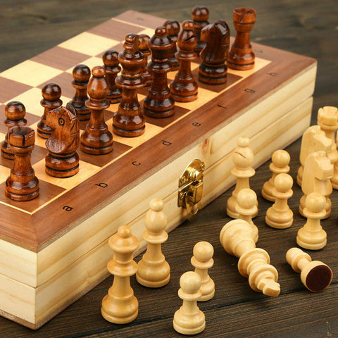 Foldable wooden chess set with felted interior