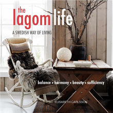 norr - noridic life and design - The Lagom Life: A Swedish way of living Paperback – Elisabeth Carlsson (Author)