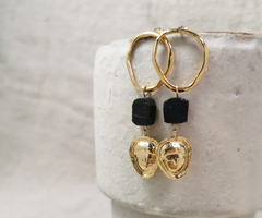 PYRGI black Earrings