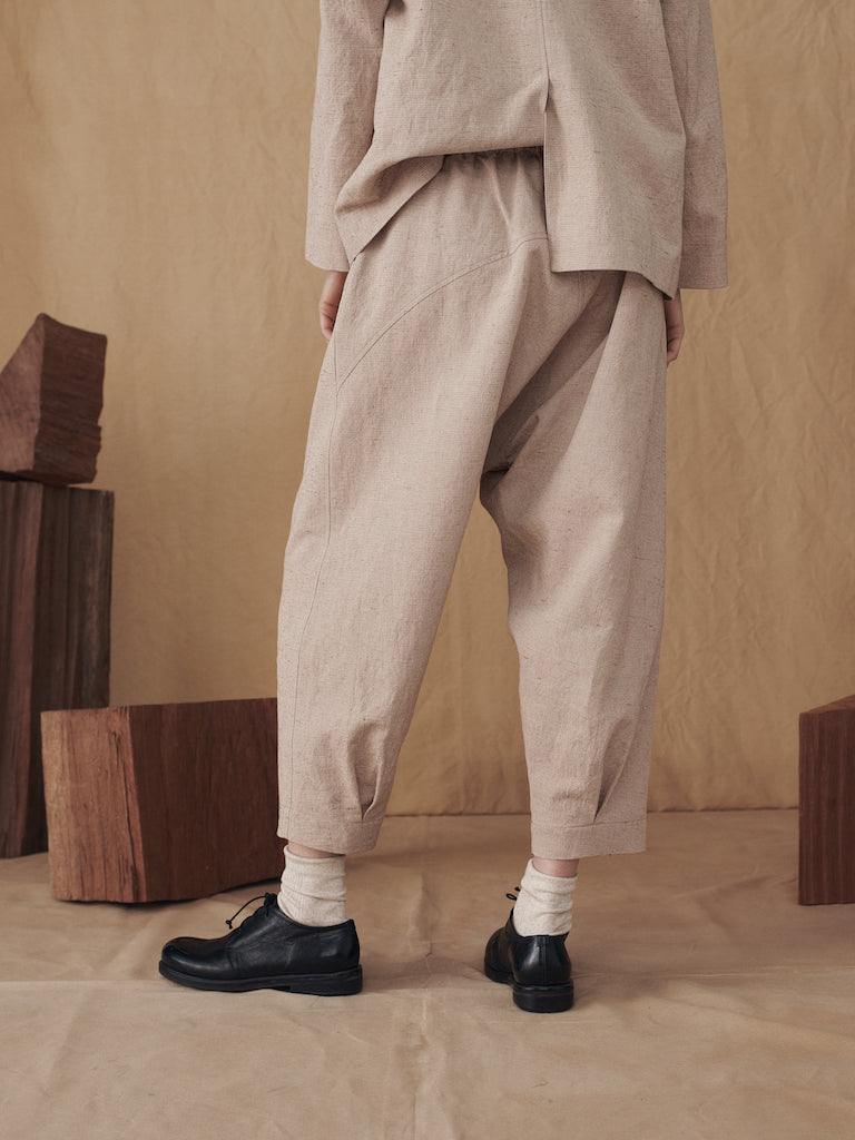 SAND PLEATED EDGE PANTS