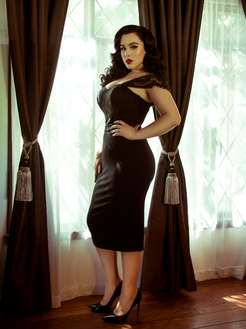 Vamp Pencil Skirt in Black with Lining