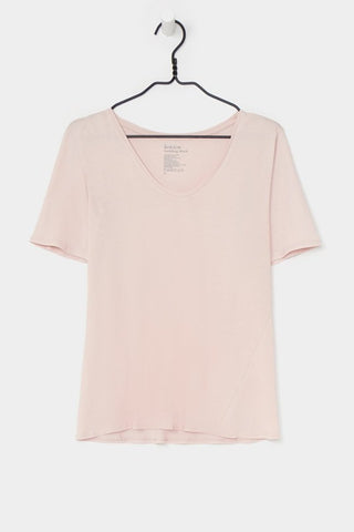 V TEE<br/>POWDER<br/>Kowtow<br/>
