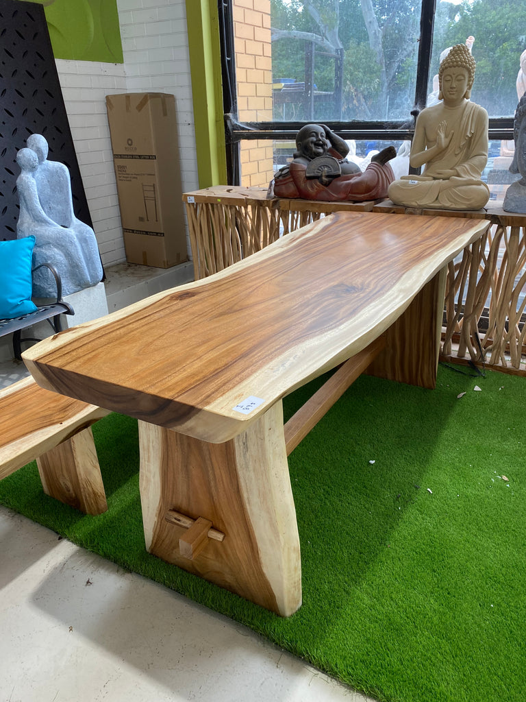 Live Edge Dinning Table (Large)