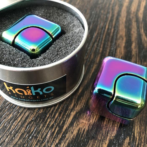 Oil-Slick-Spinning-Cube