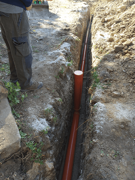 Main sewer pipe installation 02
