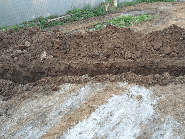 Main sewer pipe trench 03