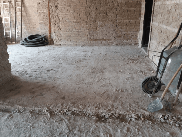 Old floor tiles removal 01