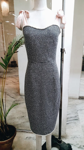 Deadstock ultra-feminine fitted dresses and romantic fashion for classic women