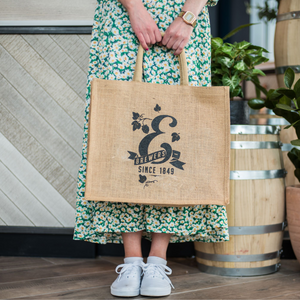 E jute shopper bag being held