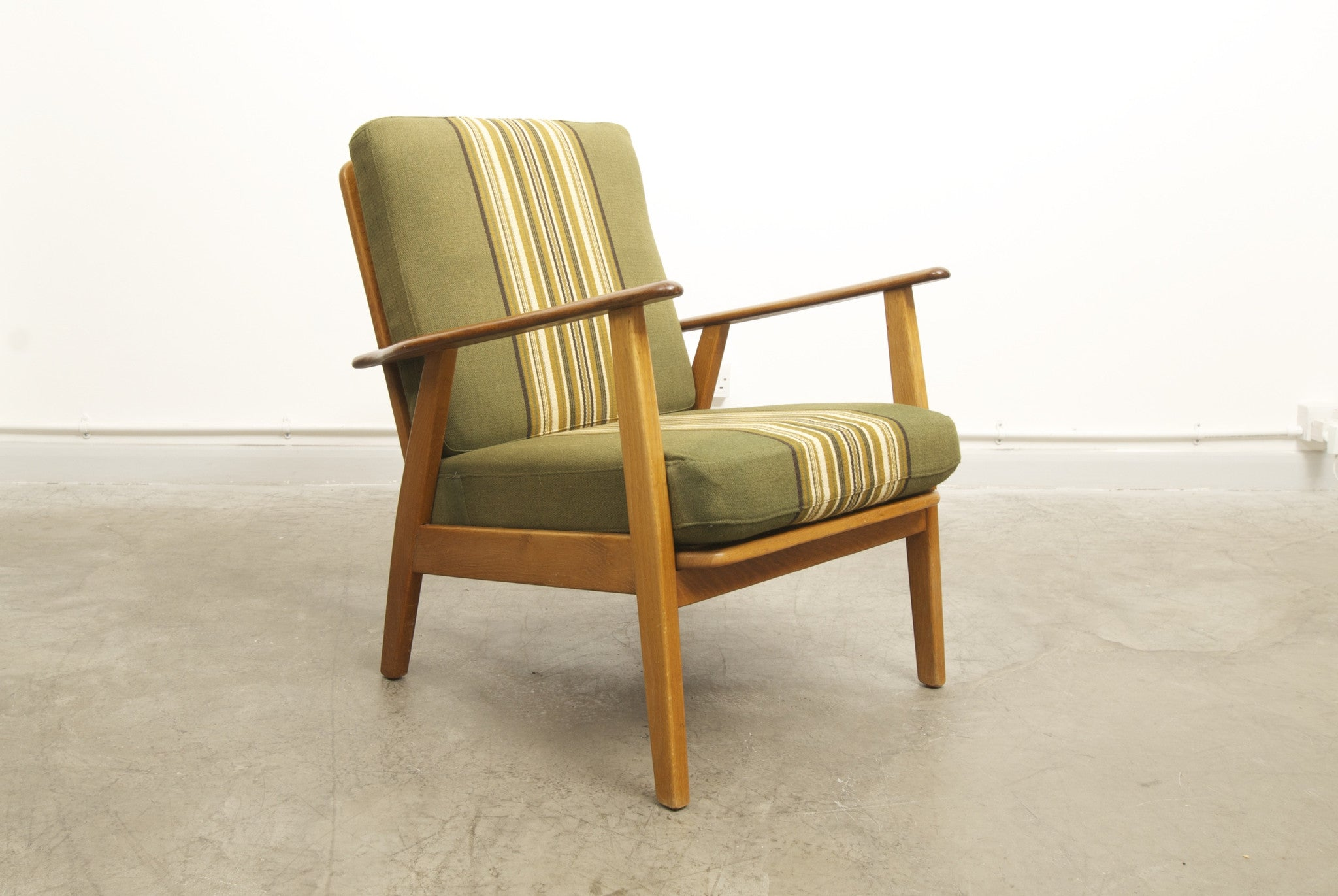 Teak and oak lounge chair