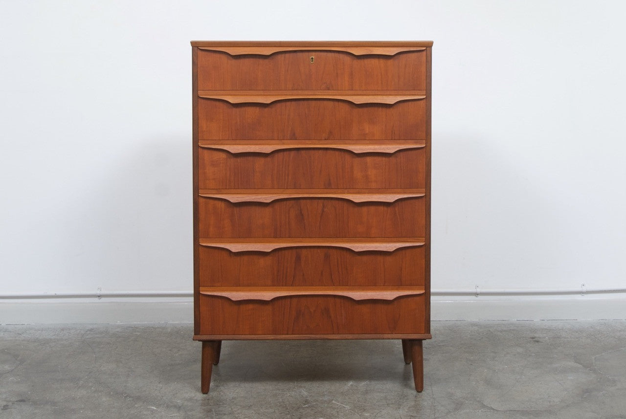 Not specified Large chest of drawers
