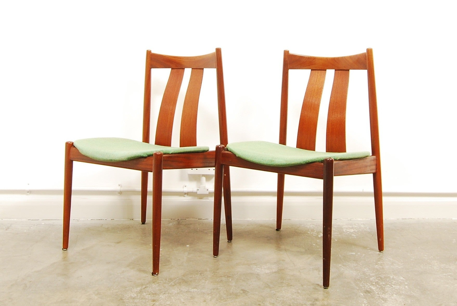 Weekend special: Dining chair by Arne Vodder