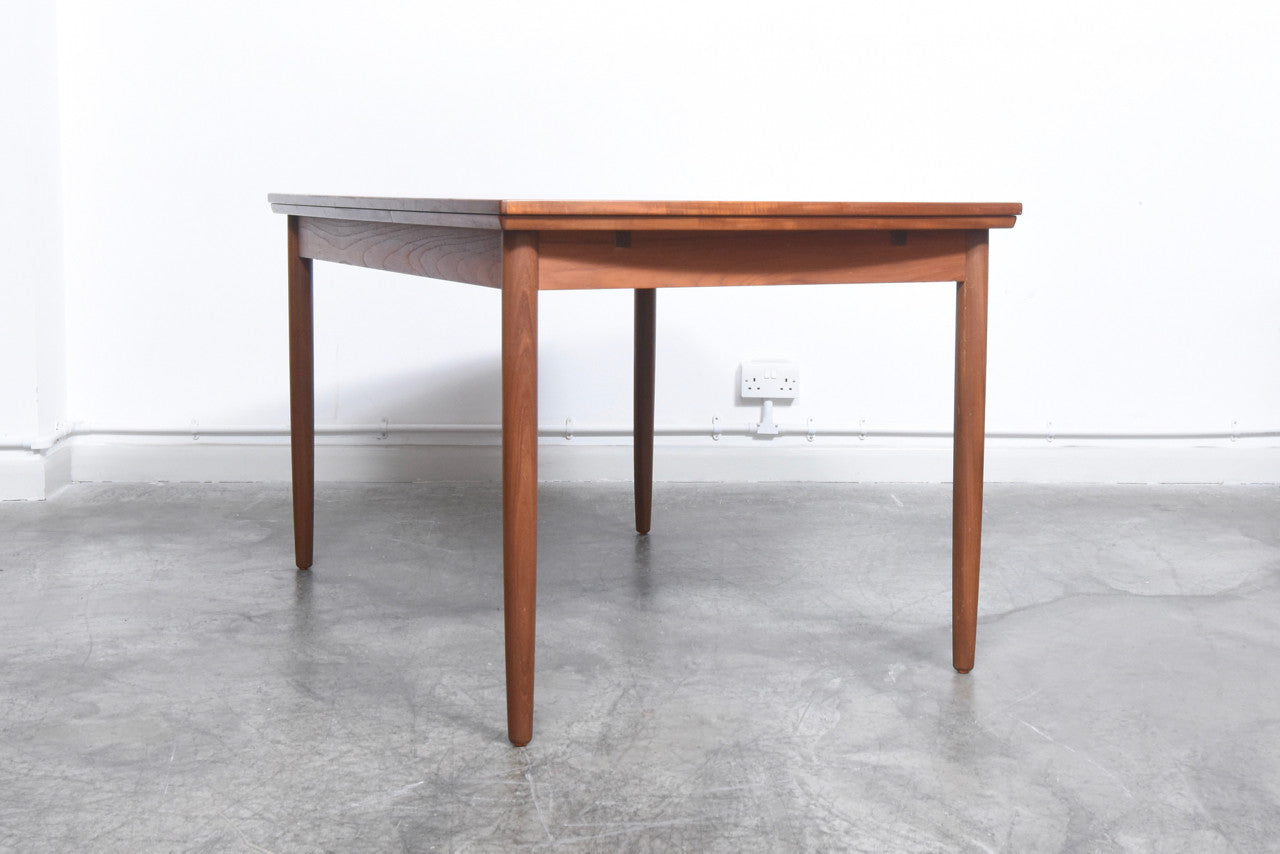 Not specified Extending dining table in teak