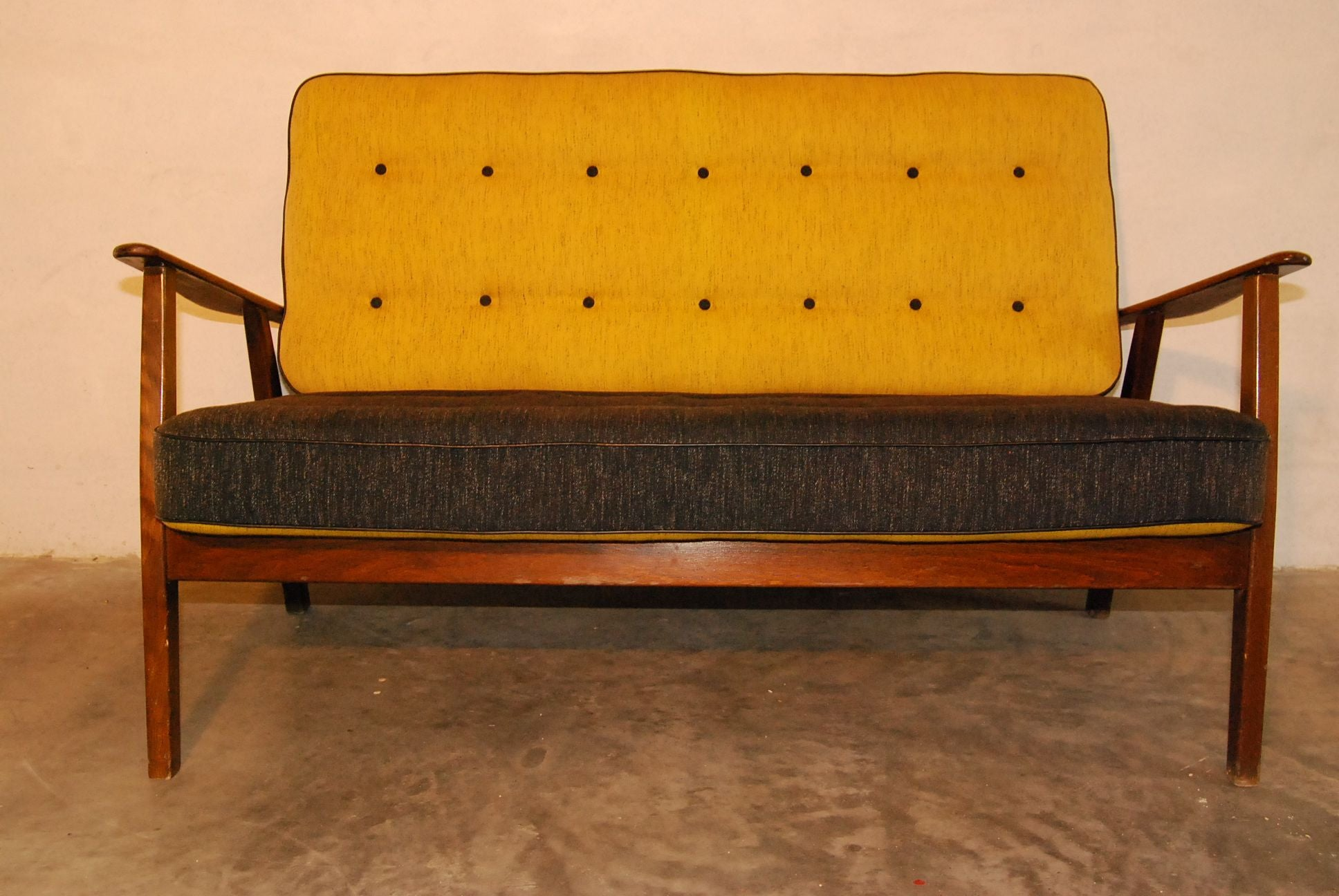 Two-seater Sofa with Reversible Cushions
