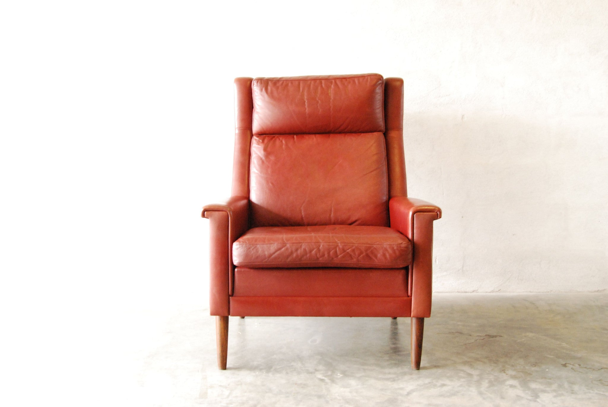 Chase & Sorensen Highback maroon lounge chair