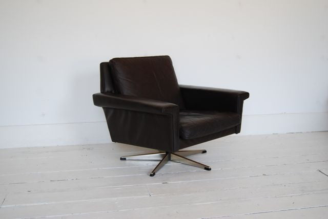 Chase & Sorensen Leather lounge chair on swivel base