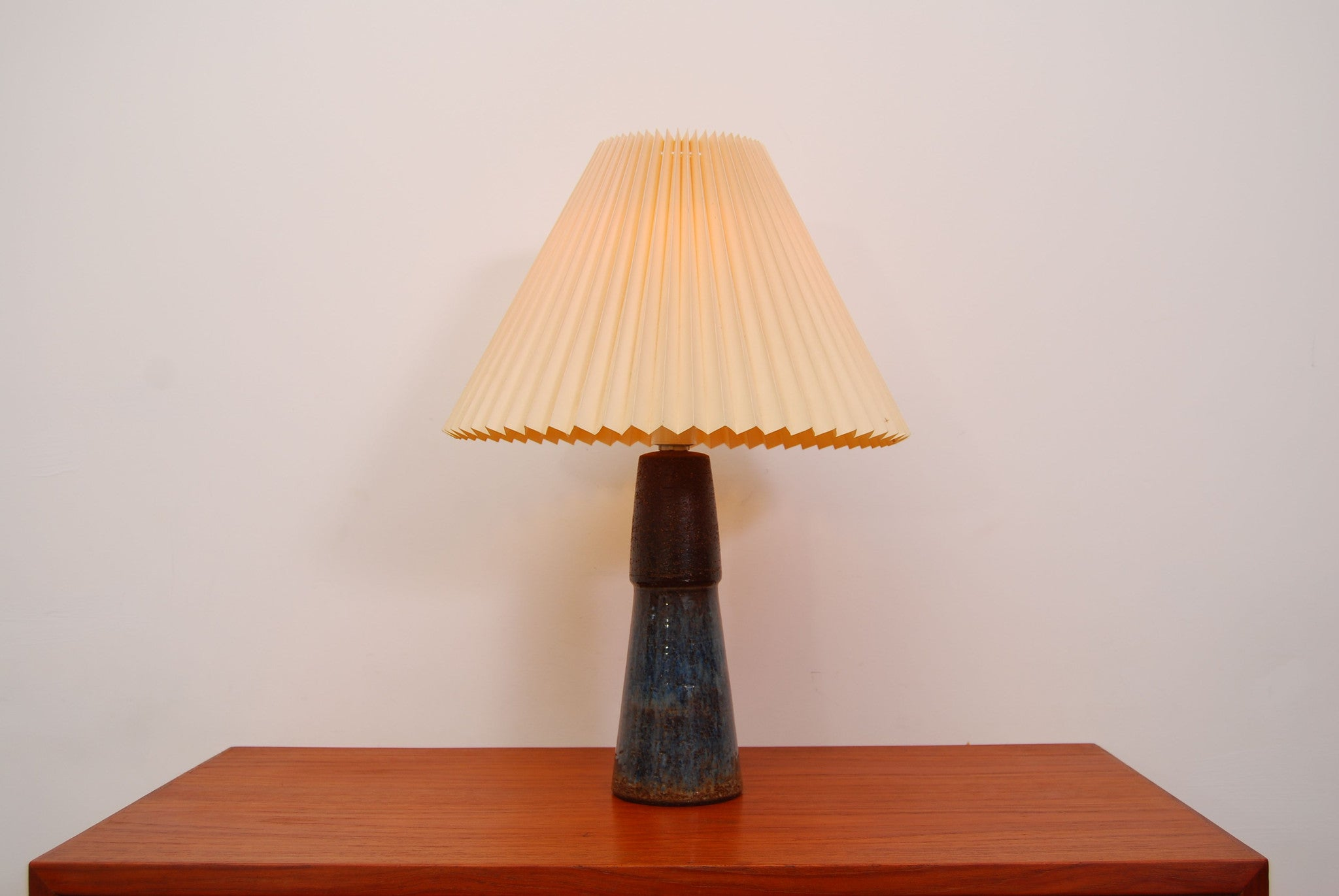 Ceramic table lamp by Soholm Stentoj