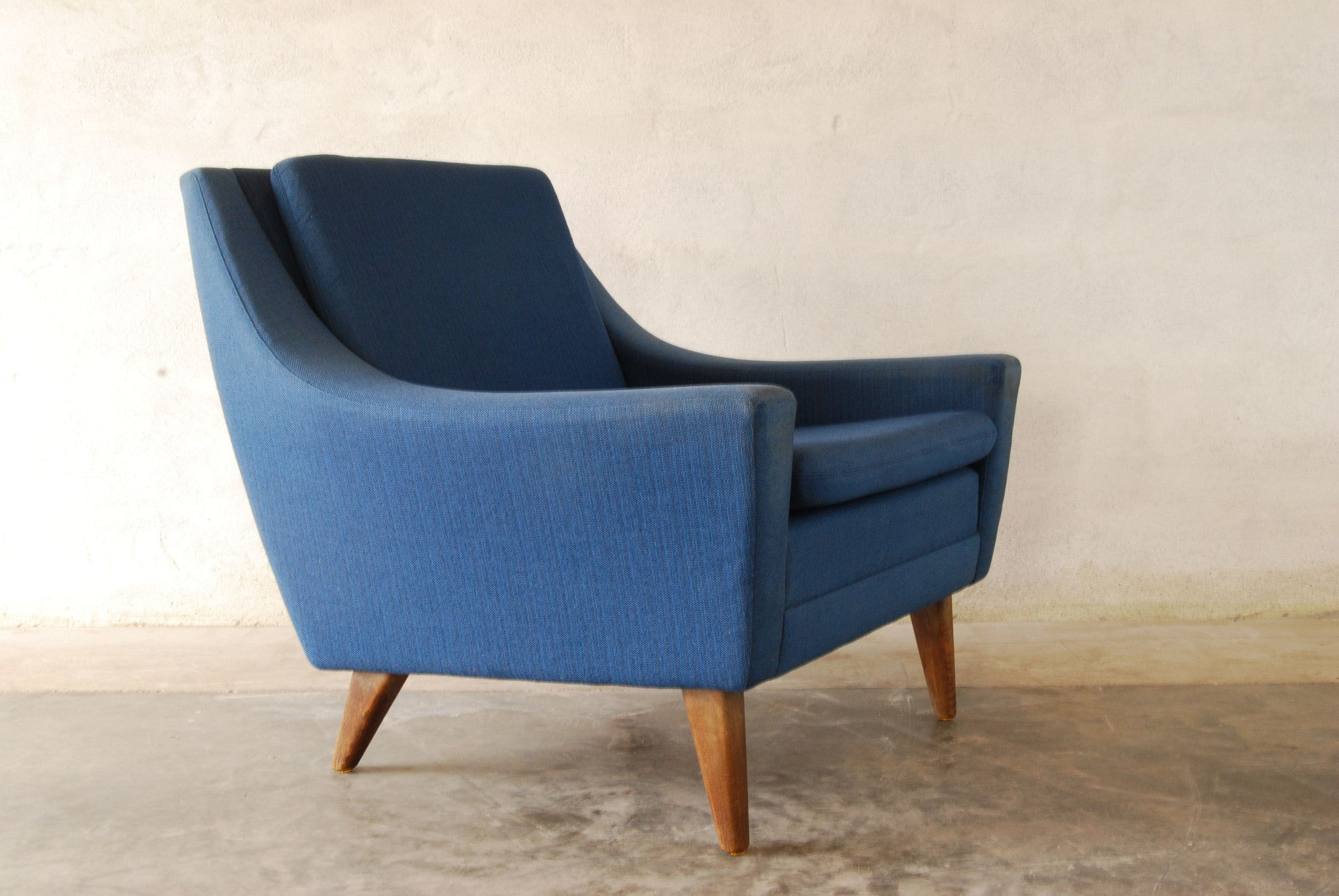 Lounge chair by DUX