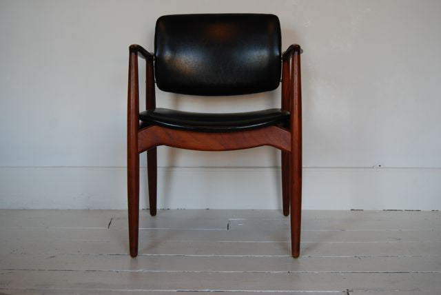 Carver chair / desk chair