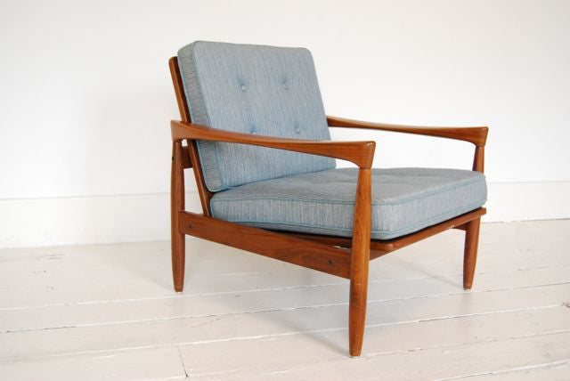 Baby blue lounge chair