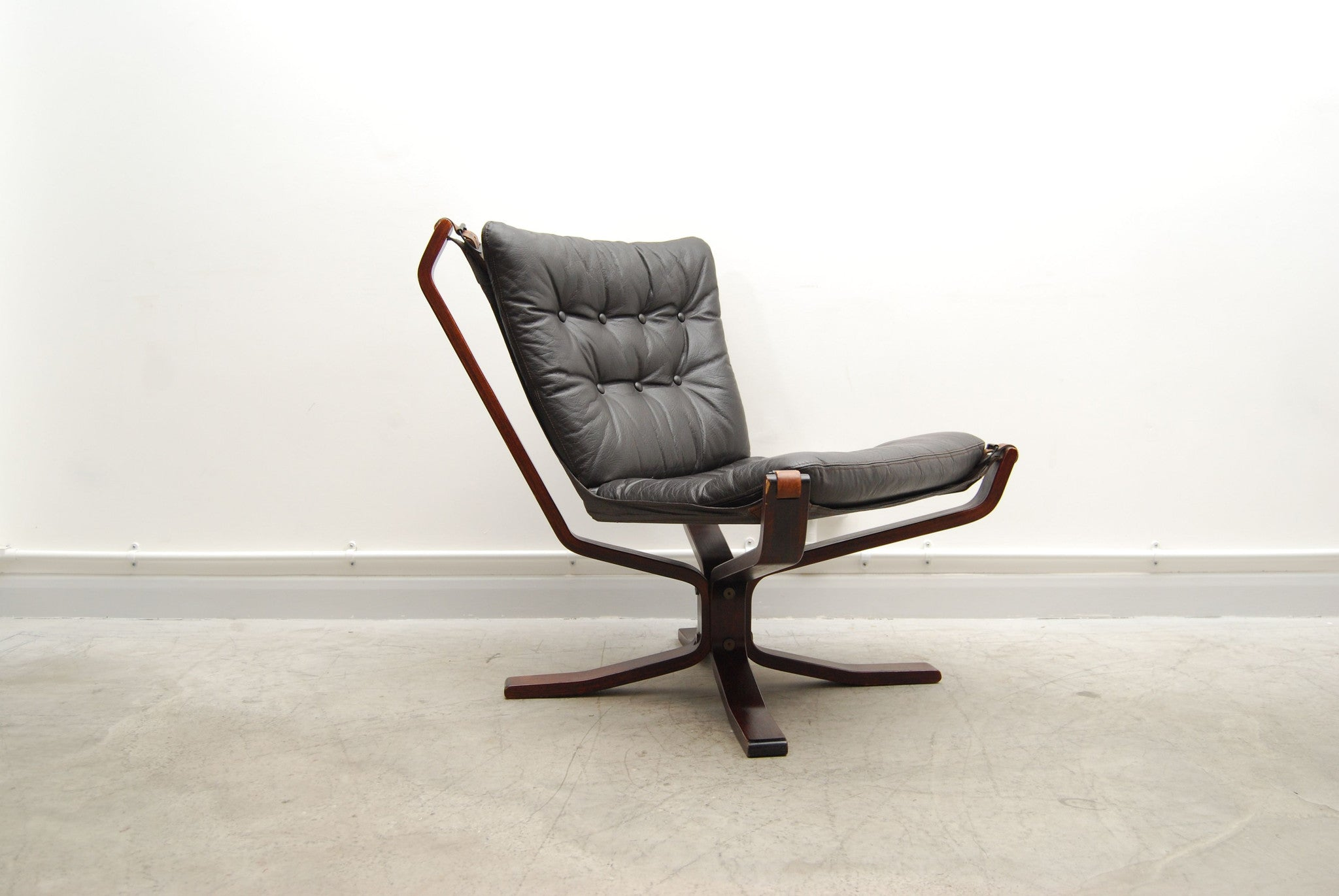 Falcon chair