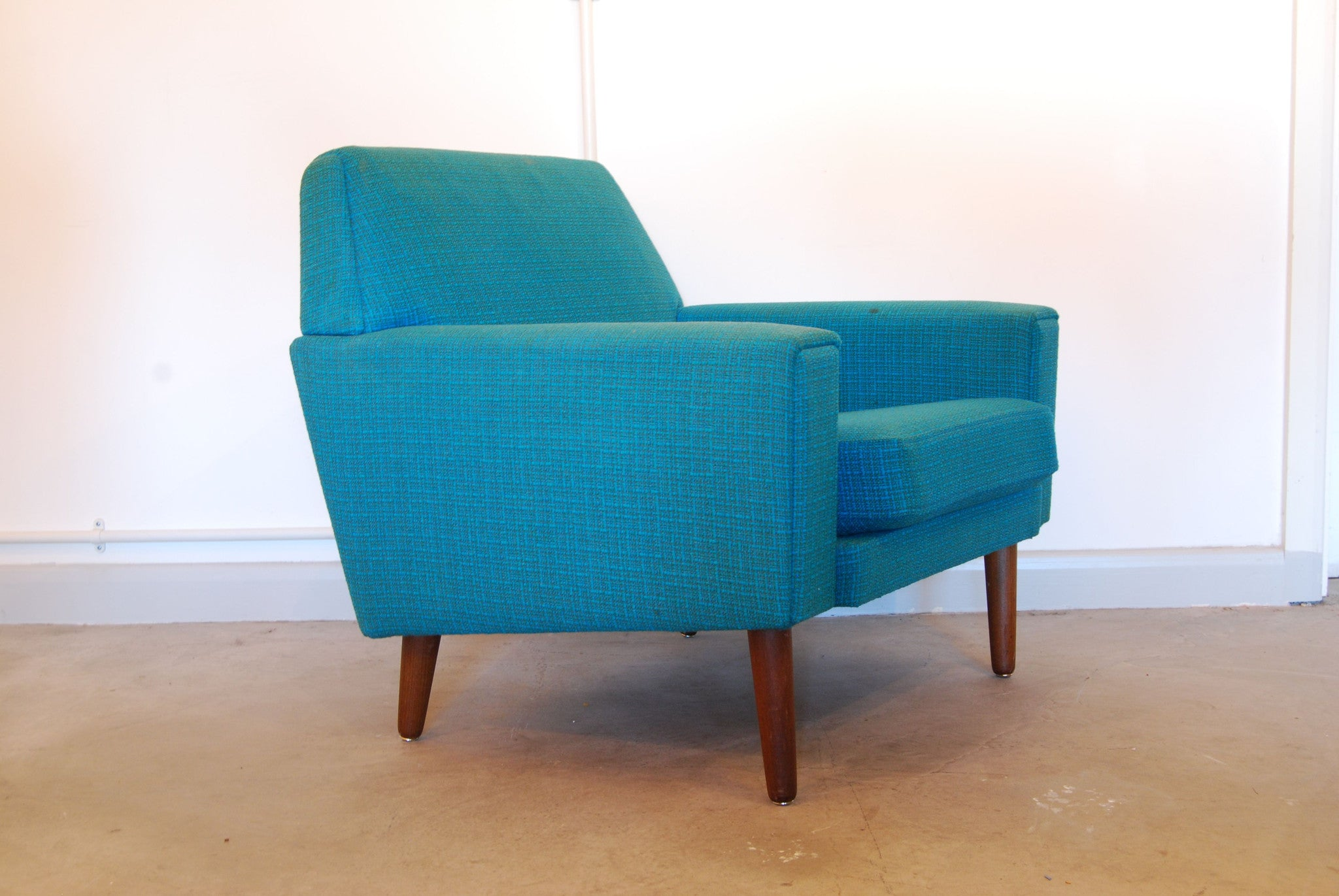 Lounge chair in sea blue