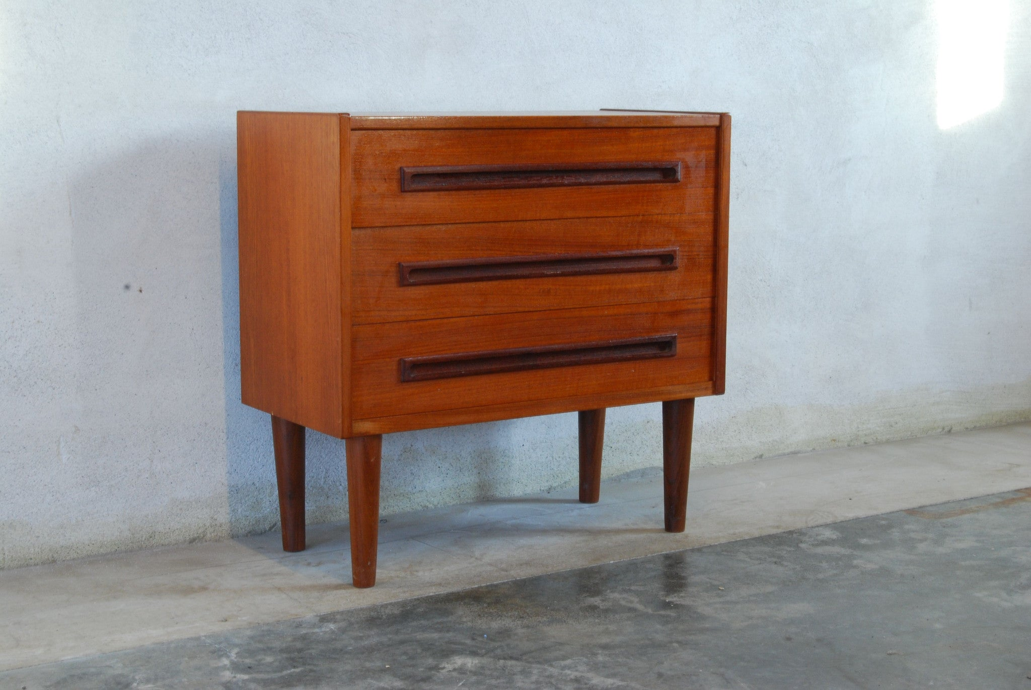 Chase & Sorensen Short chest of three drawers