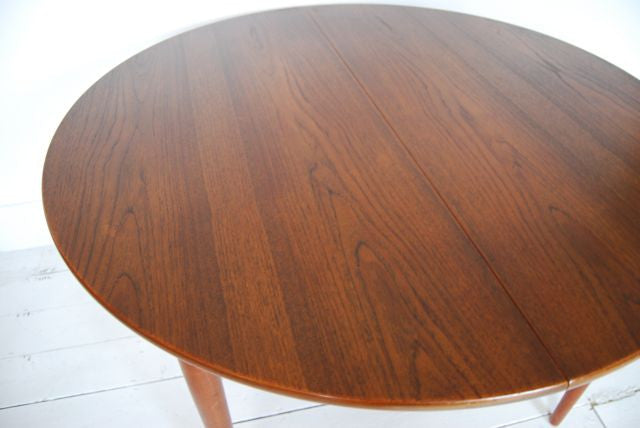 Round dining table by Erik Buck