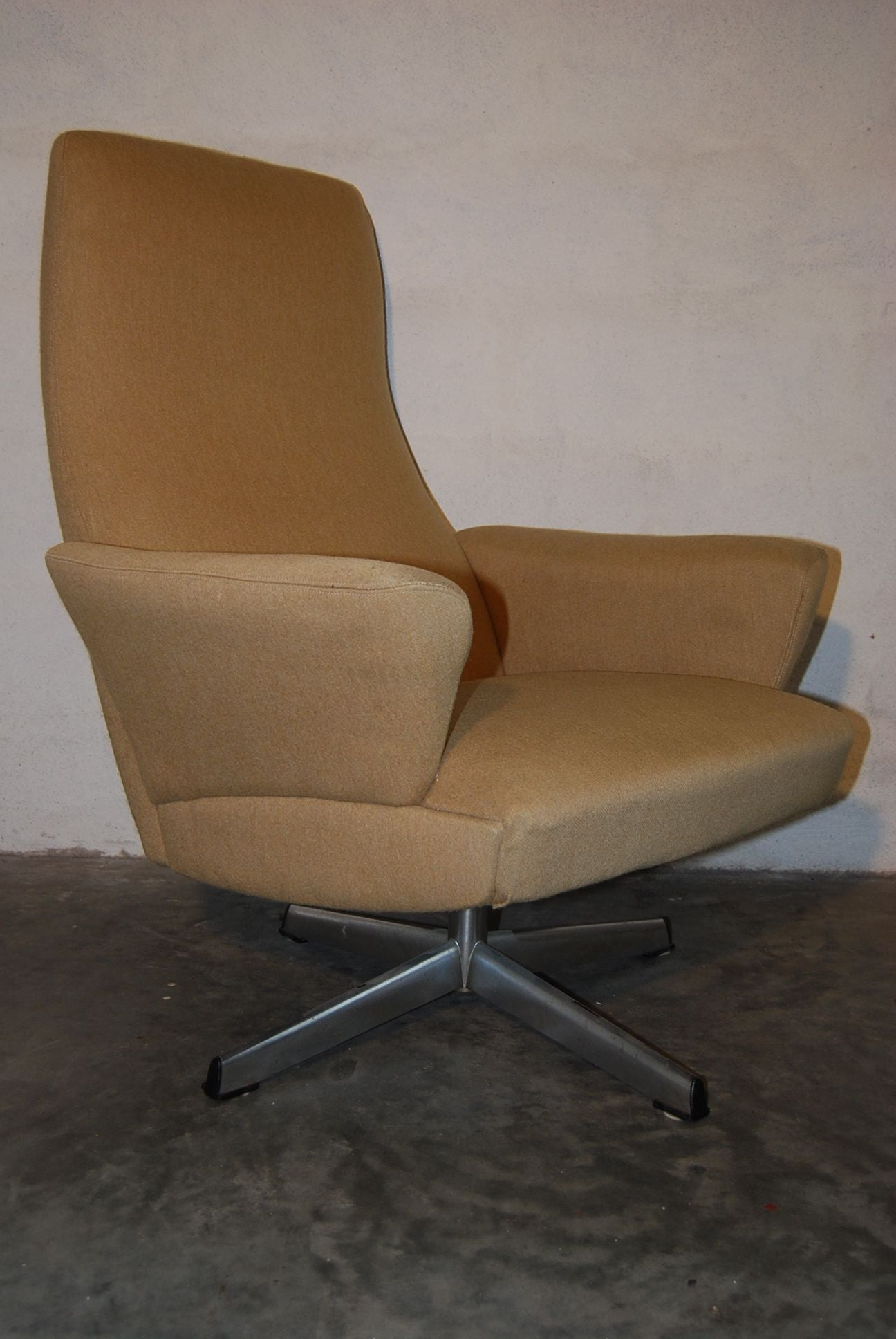 Lounge Chair with Chrome Swivel-Base