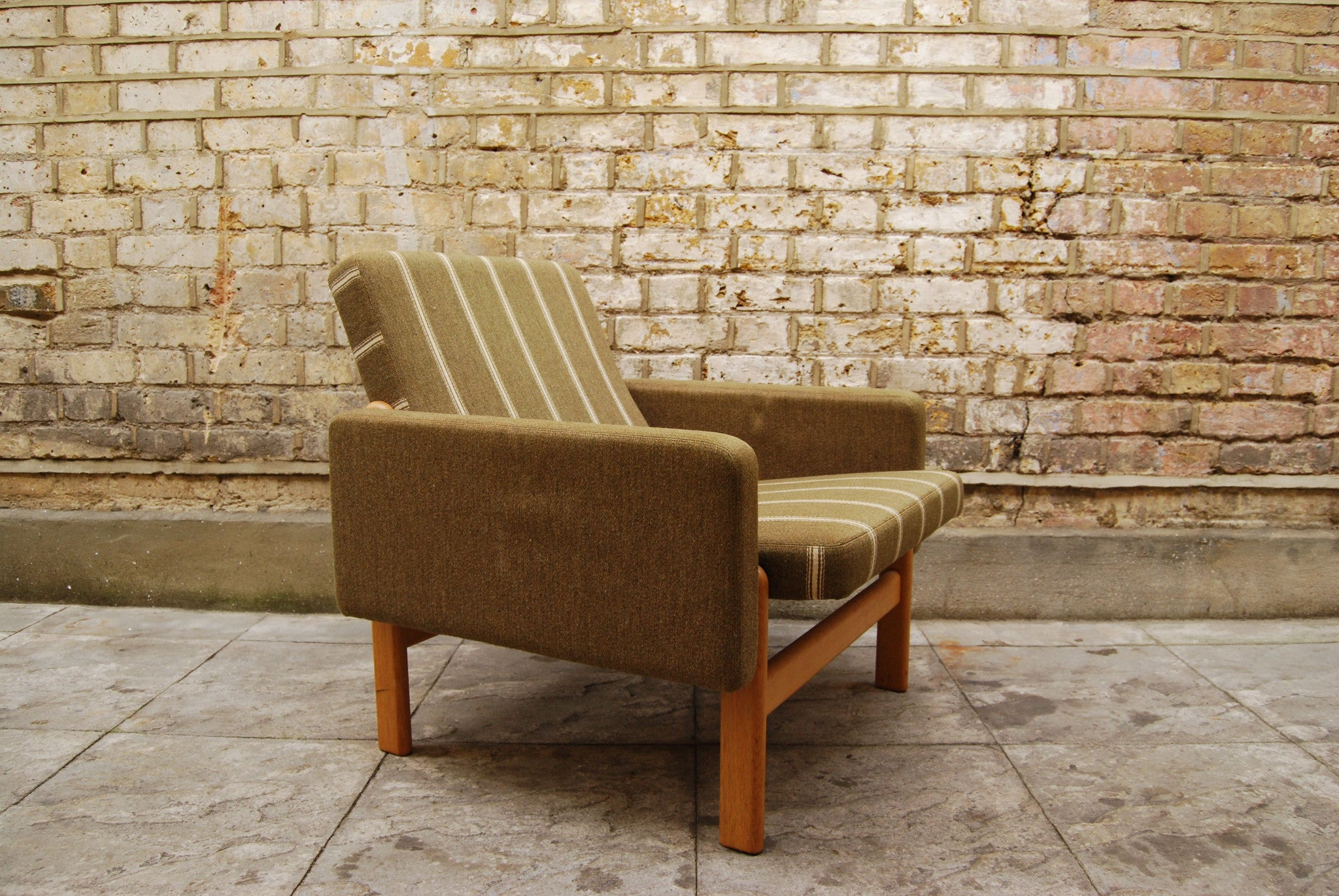 Lounge chair in oak and wool