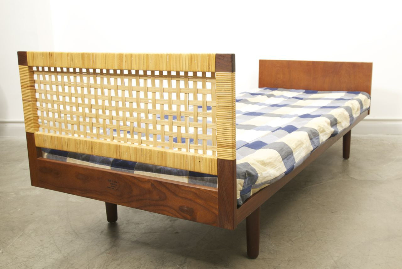 Single bed by Hans Wegner