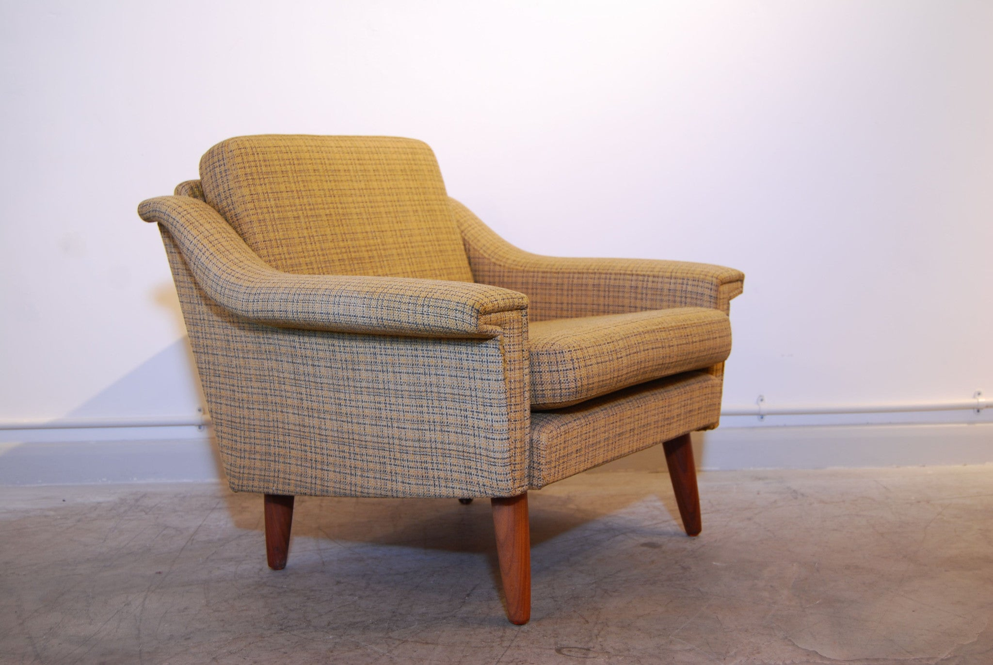 Lowback lounge chair in wool