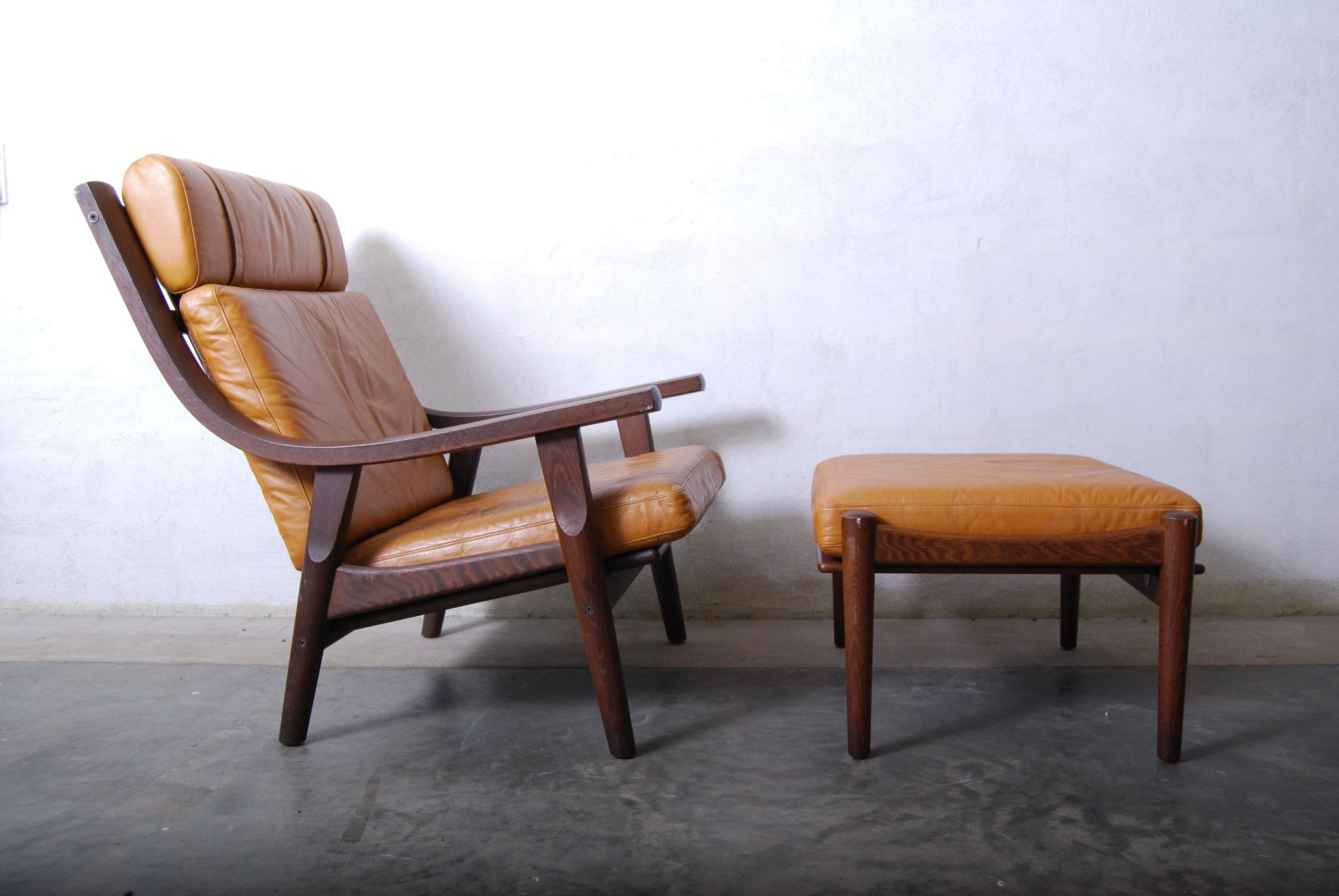 GE-350 lounge chair and footstool by Wegner